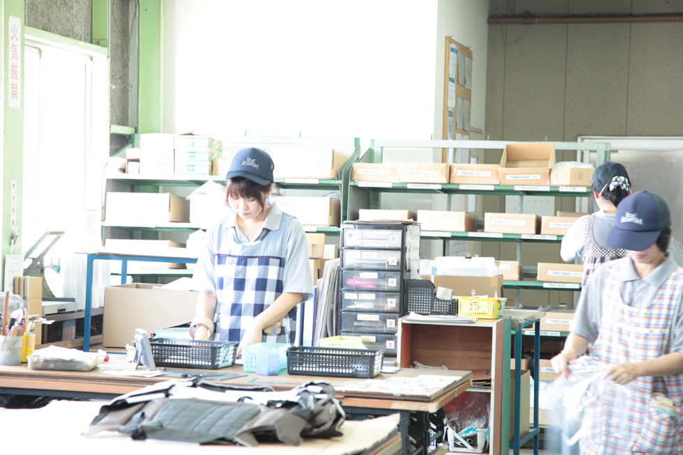 お客様の商品を荷受けから管理保管し、指定された商品の種類別数量のピッキングし、納期に合わせて、自社車両にて納入まで確実に行います。